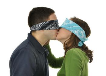 Abre los ojos, el amor no es ciego